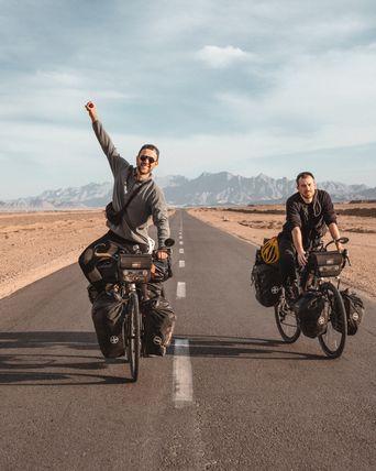 Biking Borders - eine etwas andere Reise Poster