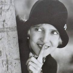 Ruth Taylor Image
