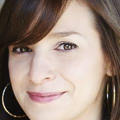 Tara Armstrong Image