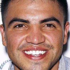 Victor Ortiz Image