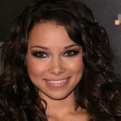 Jessica Parker Kennedy Image