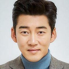 Yoon Kye-sang Image