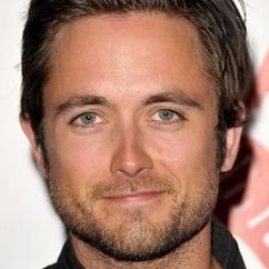 Justin Chatwin Image