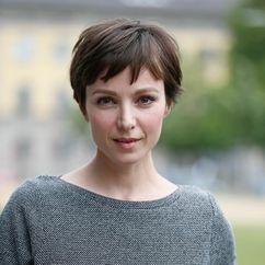 Julia Koschitz Image