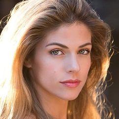 Stephanie Cayo Image