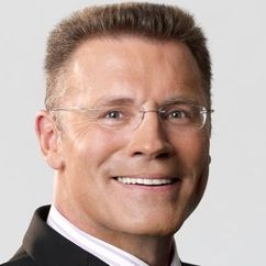 Howie Long Image