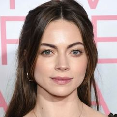 Caitlin Carver Image