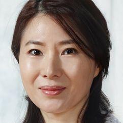 Hwang Young-hee Image