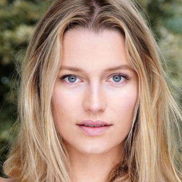 Jessica Madsen Image