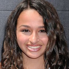 Jazz Jennings Image