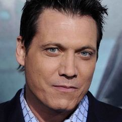 Holt McCallany Image