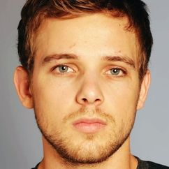 Max Thieriot Image