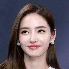 Han Chae-young Image