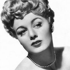Shelley Winters Image