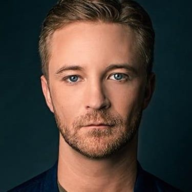 Michael Welch Image