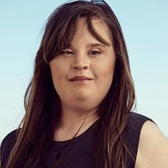 Jamie Brewer Image