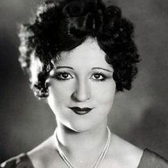 Julia Faye Image