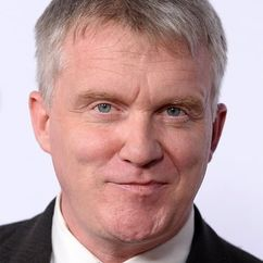 Anthony Michael Hall Image