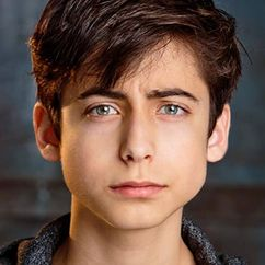 Aidan Gallagher Image