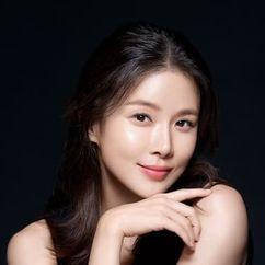 Lee Bo-young Image