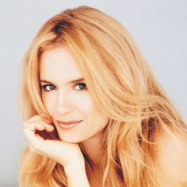 Kelly Preston Image