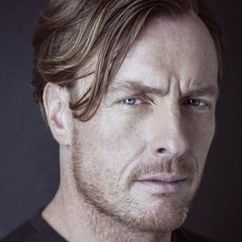 Toby Stephens Image