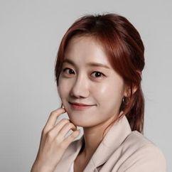 Jung Min-ah Image