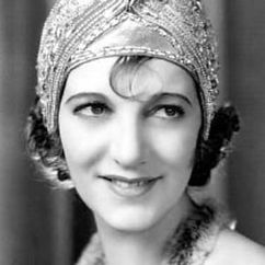 Gertrude Lawrence Image