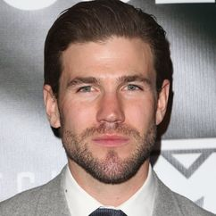 Austin Stowell Image