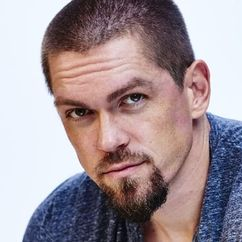 Steve Howey Image