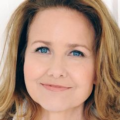 Molly Hagan Image