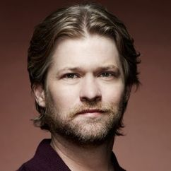 Todd Lowe Image