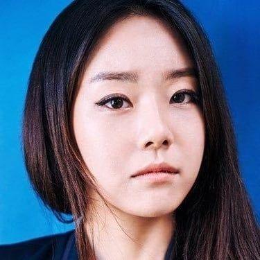 Lee Si-Won Image