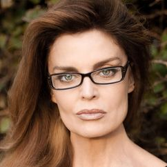 Tracy Scoggins Image
