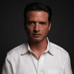 Aden Young Image