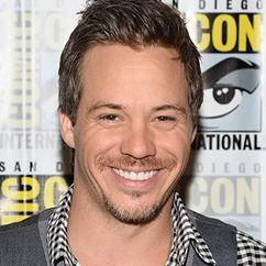 Michael Raymond-James Image