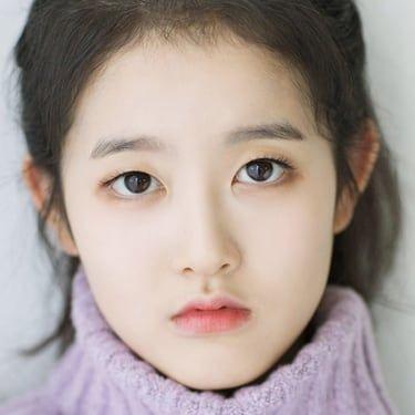 Park Si-Eun Image
