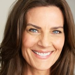 Terry Farrell Image
