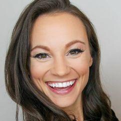 Emily Calandrelli Image