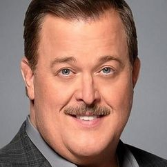 Billy Gardell Image