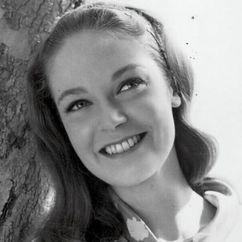 Elizabeth Hartman Image