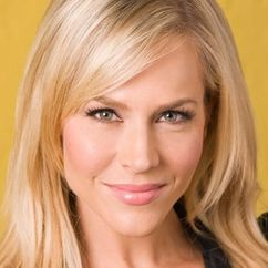 Julie Benz Image