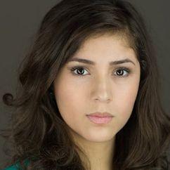 Julia Flores Image