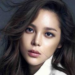 Park Si-yeon Image