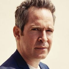 Tom Hollander Image