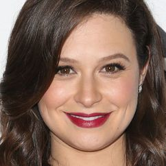 Katie Lowes Image