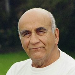 Warren Mitchell Image