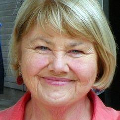 Annette Badland Image