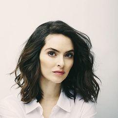 Brooke Lyons Image