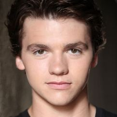 Joel Courtney Image